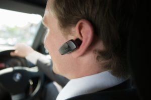 Telefonat bluetooth më të rrezikshëm sesa ata të dorës gjatë vozitjes
