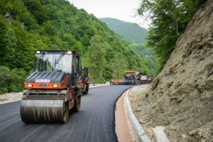 Asfaltohet rruga Deçan - Kufiri me Malin e Zi