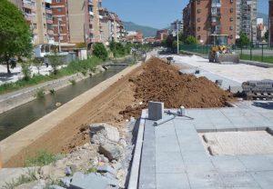 Drejtoria për Shërbime Publike dhe Infrastrukturë në Mitrovicë po zhvillon punimet në rregullimin e hapësirave publike