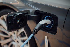 Për herë të parë prodhohet bateria e veturave elektrike që mbushet për 5 minuta